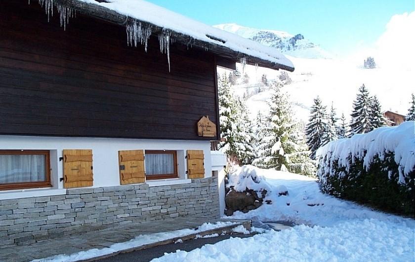 Location de vacances - Chalet à Le Grand-Bornand - Chalet en hiver coté ouest