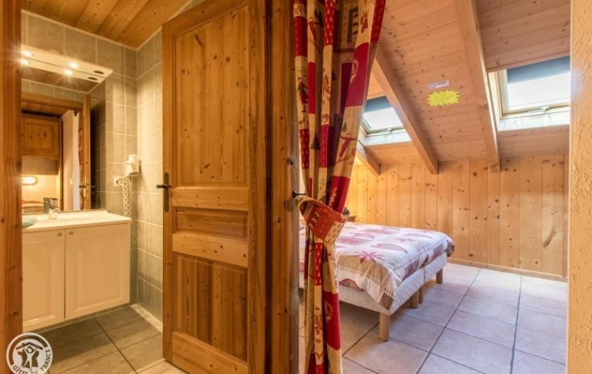 Location de vacances - Chalet à Châtel - chambre  4 avec sa salle de douche et son coin montagne 1 lit 1 pers