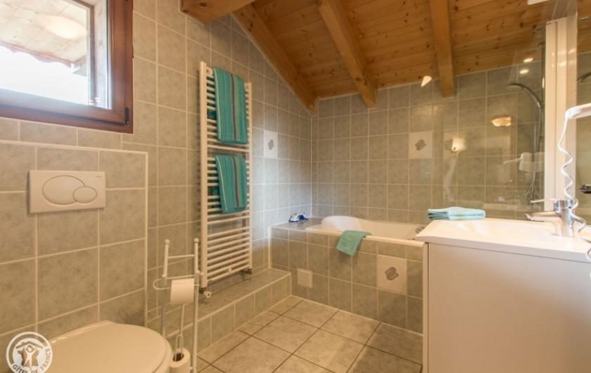 Location de vacances - Chalet à Châtel - salle de bains  en suite de la 5