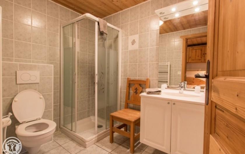 Location de vacances - Chalet à Châtel - salle de douche en suite de la chambre 4