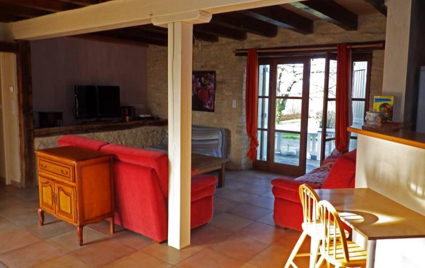 Location de vacances - Gîte à Dégagnac - Salon et TV numérique par satellite