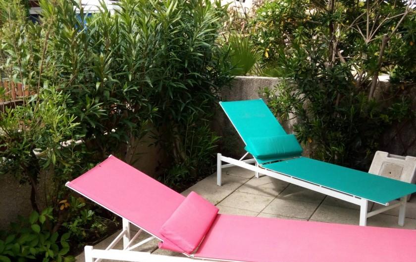 Location de vacances - Villa à Gruissan Plage - coin relax dans le jardin