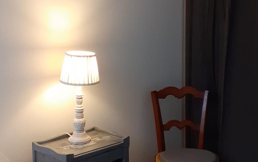 Location de vacances - Appartement à Le Mont-Dore - Détail déco chambre côté cour