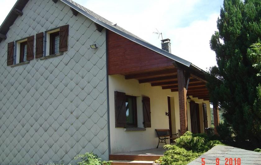 Location de vacances - Chalet à Picherande - entrée du chalet la terrasse
