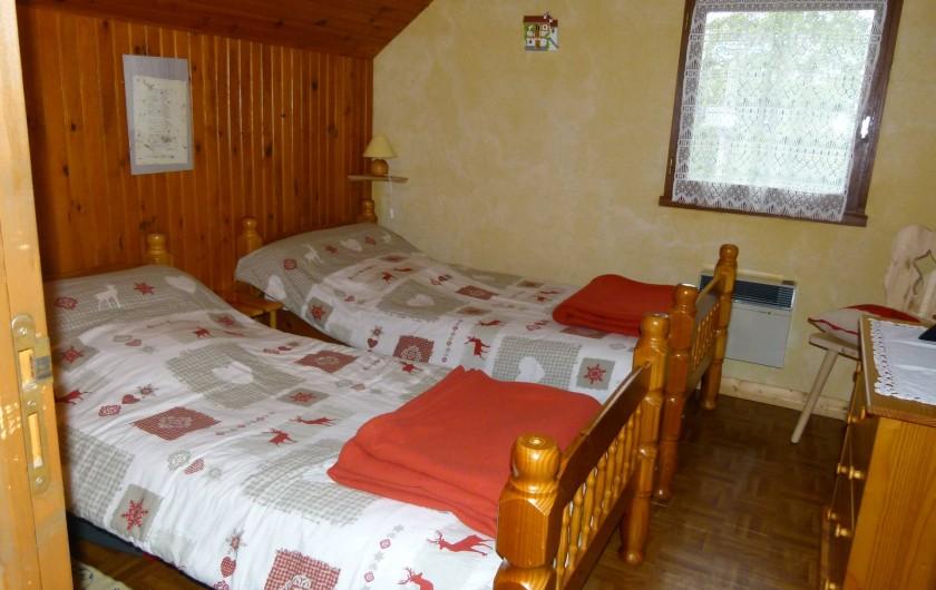 Location de vacances - Chalet à Picherande - chambre 2  2 lits 1 personne