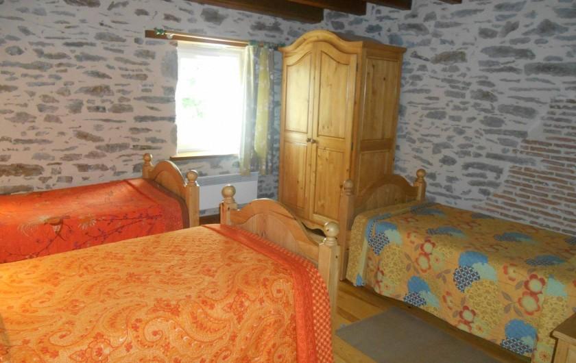 Location de vacances - Maison - Villa à Nouzerolles - chambre : 3 lits simples * 90/190 bon couchage adulte/enfant