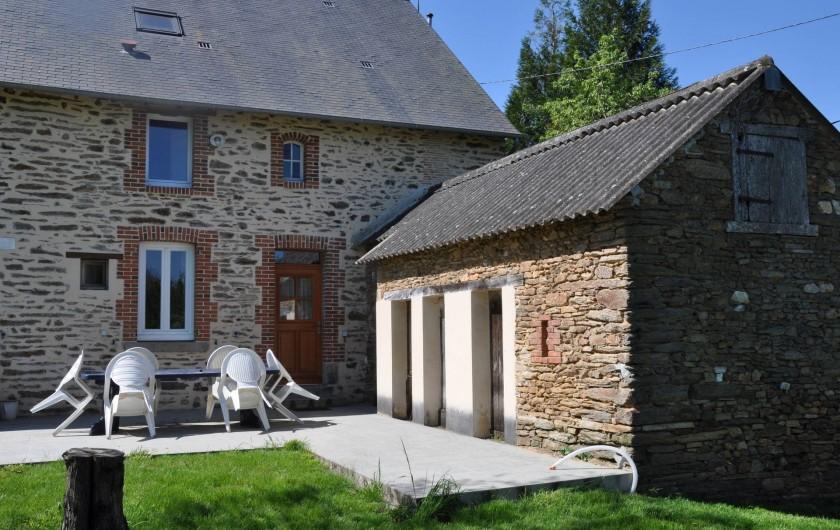 Location de vacances - Maison - Villa à Nouzerolles - arrière ; côté jardin; grand terrain ;