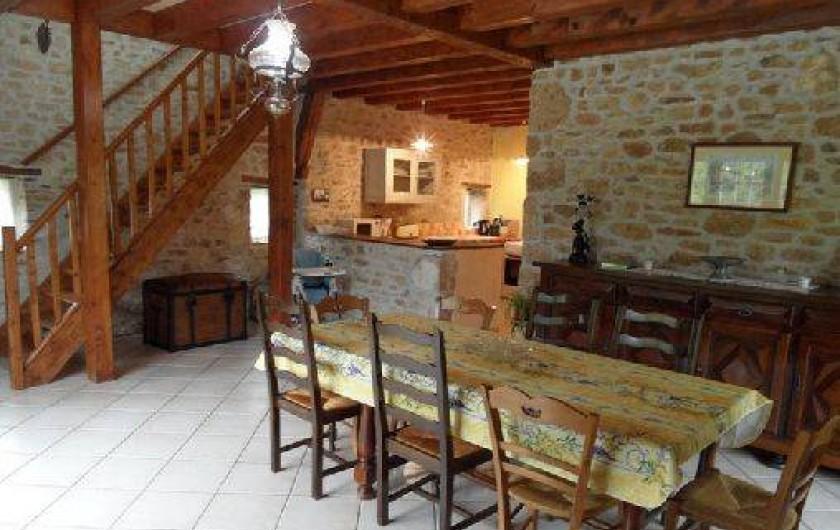 Location de vacances - Gîte à Saint-Chamassy - salle à manger