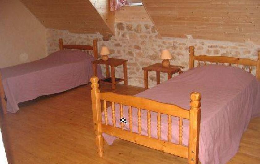 Location de vacances - Gîte à Saint-Chamassy - chambre du haut