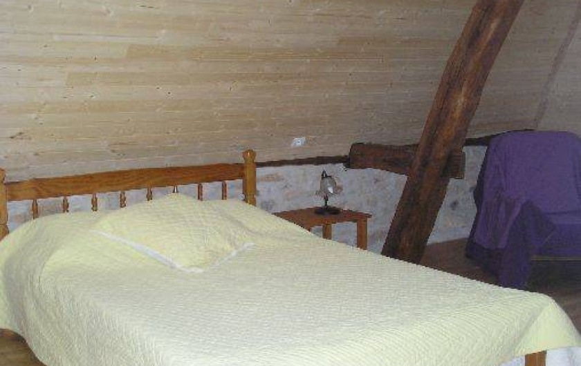 Location de vacances - Gîte à Saint-Chamassy - chambre double du haut