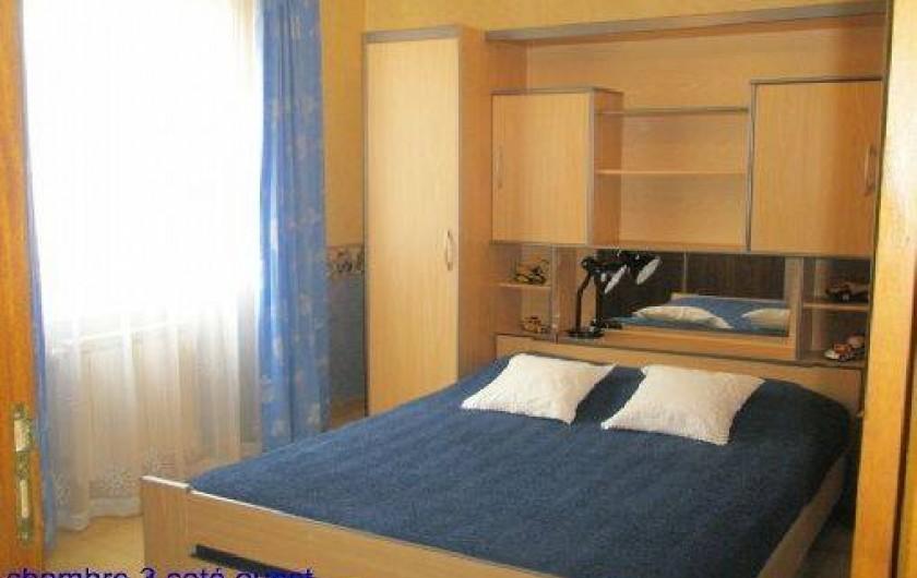 Location de vacances - Villa à Orange - chambre 3 literie 1.40 m