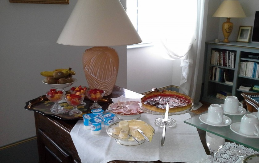 Location de vacances - Chambre d'hôtes à Saint-Trivier-de-Courtes - Un aperçu des bons petits déjeuners servis le matin à la Thébaïde.