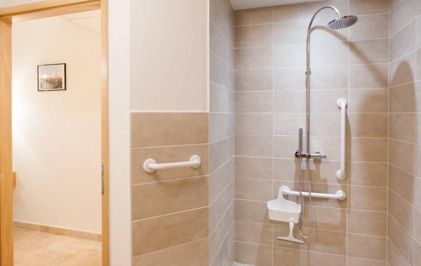 Location de vacances - Gîte à Saint-Antonin-Noble-Val - salles d'eau adaptées