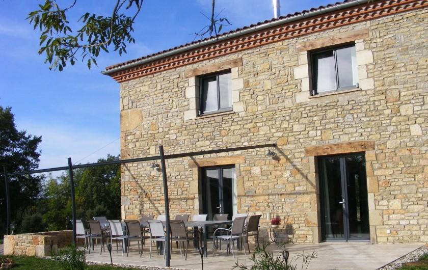 Location de vacances - Gîte à Saint-Antonin-Noble-Val - Un grand repas en plein air