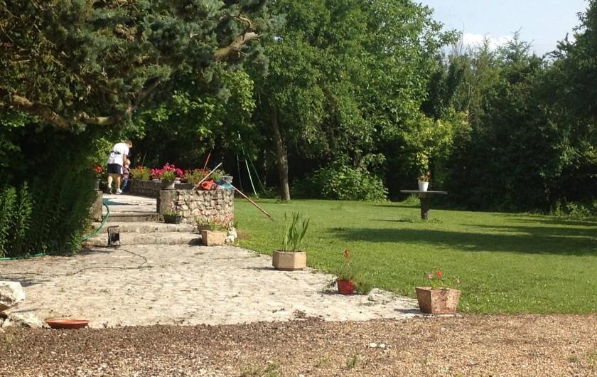 Location de vacances - Chambre d'hôtes à Messas - Jardin, et jeux extérieur.