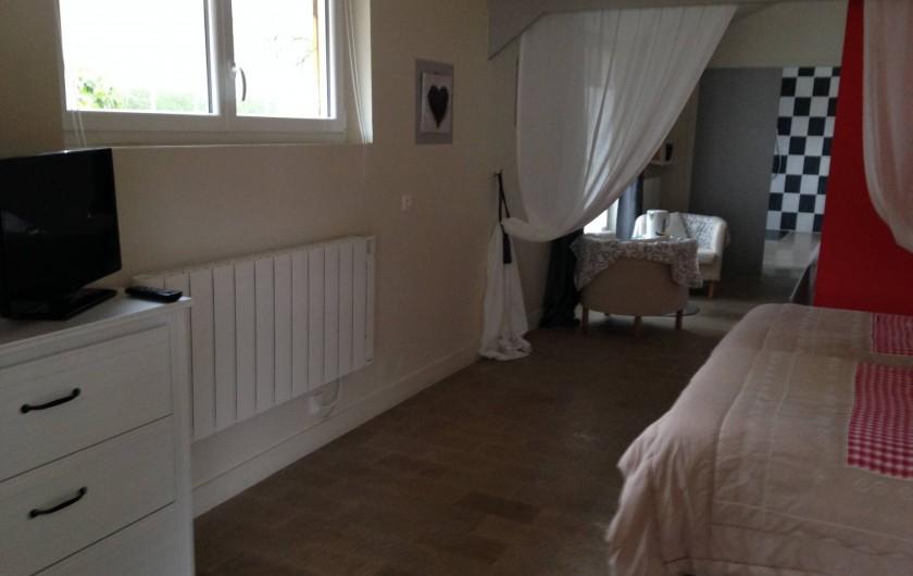 Location de vacances - Chambre d'hôtes à Messas - TV dans la chambre.