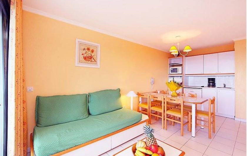 Location de vacances - Appartement à Cannes - salon, cuisine