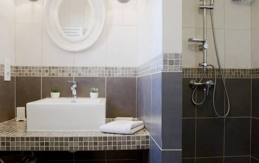 Location de vacances - Gîte à Le Bugue - salle de bain avec douche