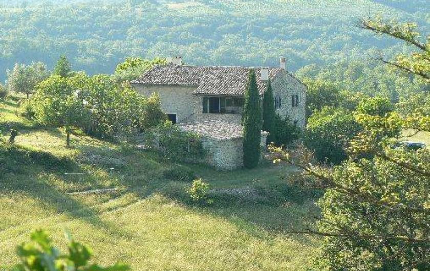Location de vacances - Gîte à Saint-Maurice-d'Ibie - La maison dans son environnement