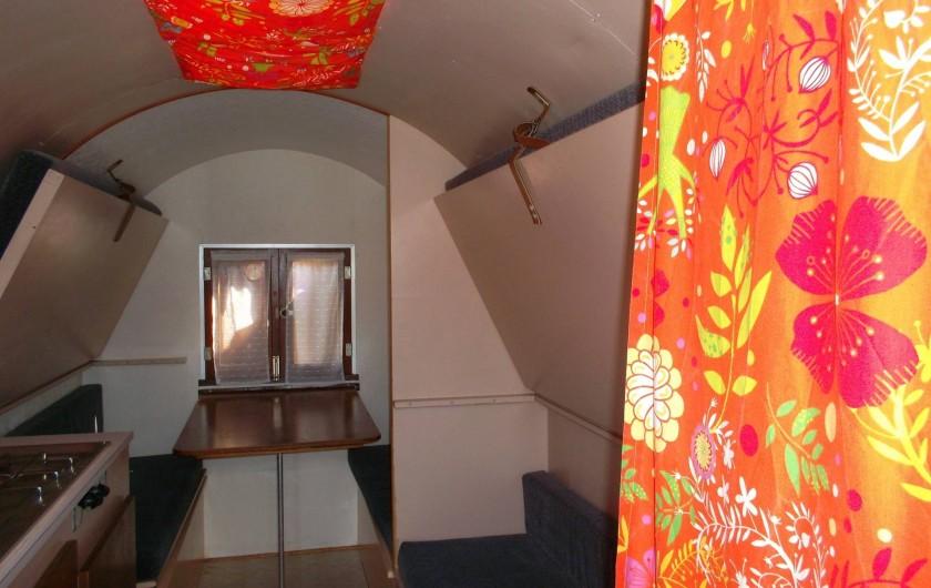 Location de vacances - Roulotte à Aubigny - intérieur roulotte