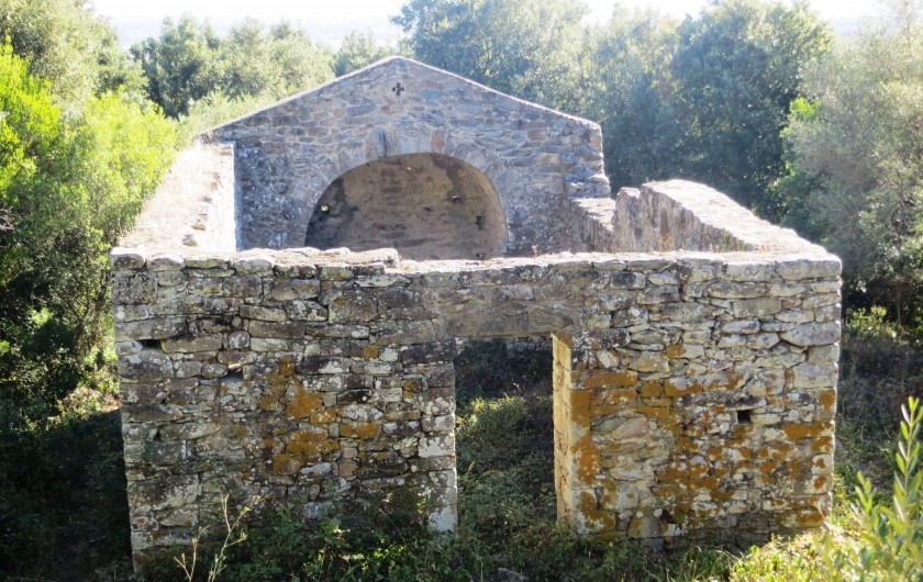 Location de vacances - Bungalow - Mobilhome à Ghisonaccia - Chapelle ruinée San Ghjuvà Prunelli-Mandriolu (8 km)