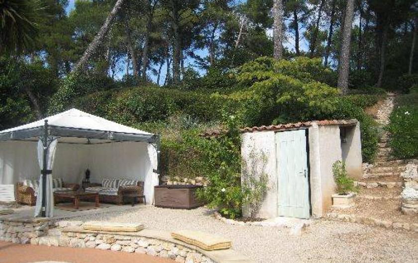 Location de vacances - Appartement à Aix-en-Provence - Tonnelle piscine
