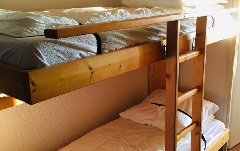 Location de vacances - Studio à Saint-François-Longchamp - lit superposé dans le couloir