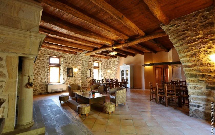 Location de vacances - Gîte à Castanet-le-Haut - La grande salle de 90m² pour la location de 15 personnes