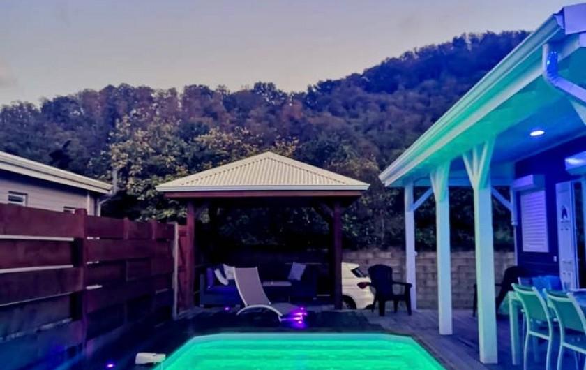 Location de vacances - Villa à Bouillante - VUE DU JACUZZI AU LEVER DU SOLEIL