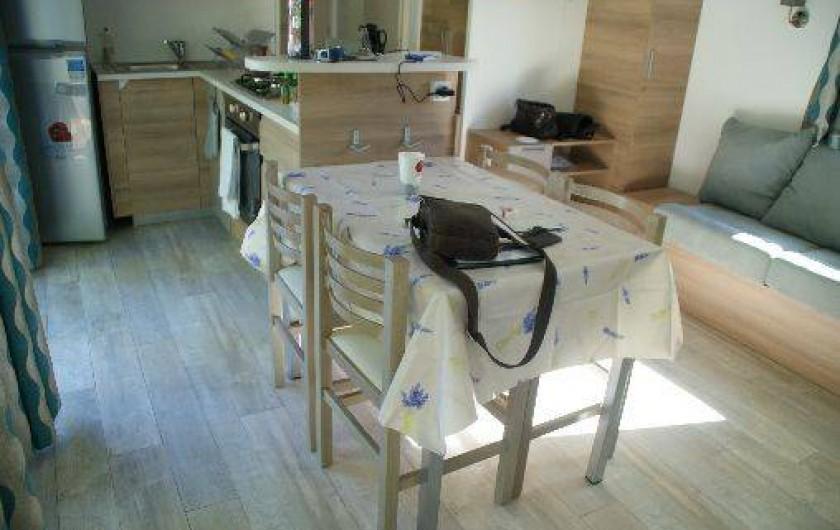 Location de vacances - Bungalow - Mobilhome à Fréjus - salle à manger