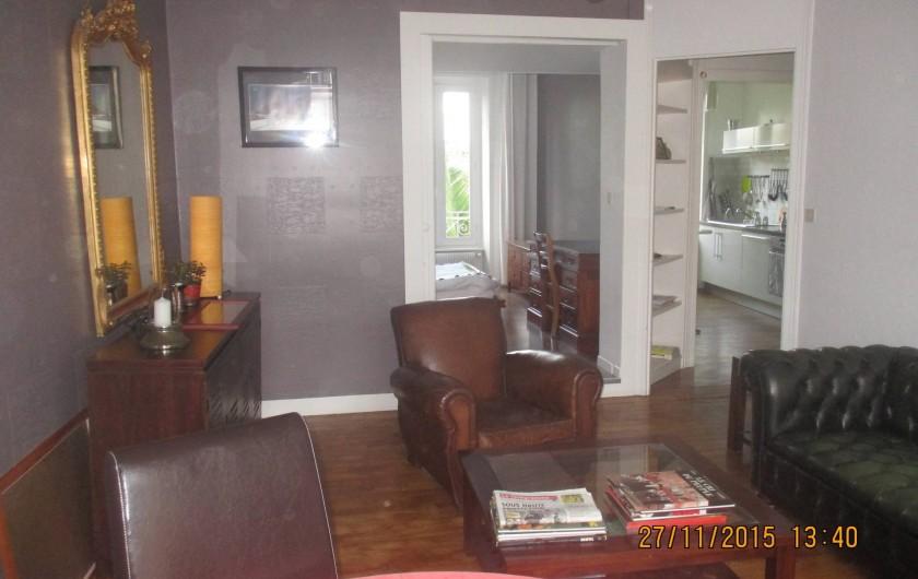 Location de vacances - Appartement à Quimper - Salon et salle à manger ouverts sur la cuisine