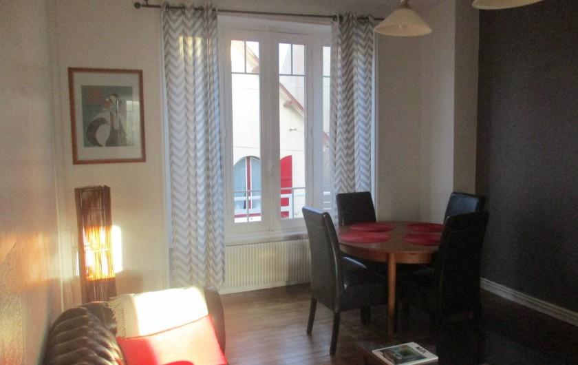 Location de vacances - Appartement à Quimper - bel ensoleillement le soir.