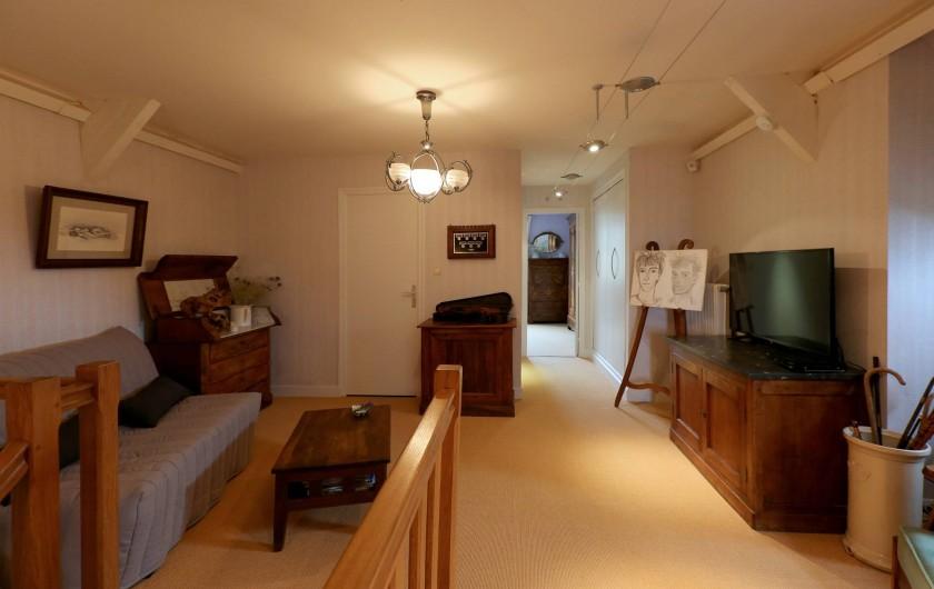 Location de vacances - Gîte à Autun - Salon 1er Etage Canapé lit 2 personnes et TV