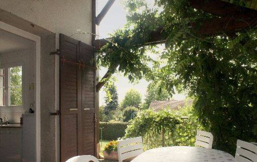 Location de vacances - Gîte à Autun - La terrasse couverte