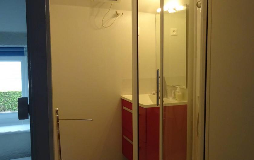 Location de vacances - Gîte à Saint-Jean-des-Champs - salle de bain