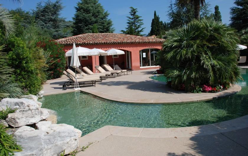 Location de vacances - Villa à Carros - Pataugeoire avec cascade idéale pour les enfants