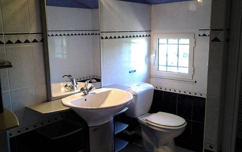 Location de vacances - Villa à Sainte-Maxime - Salle d'eau de l'étage