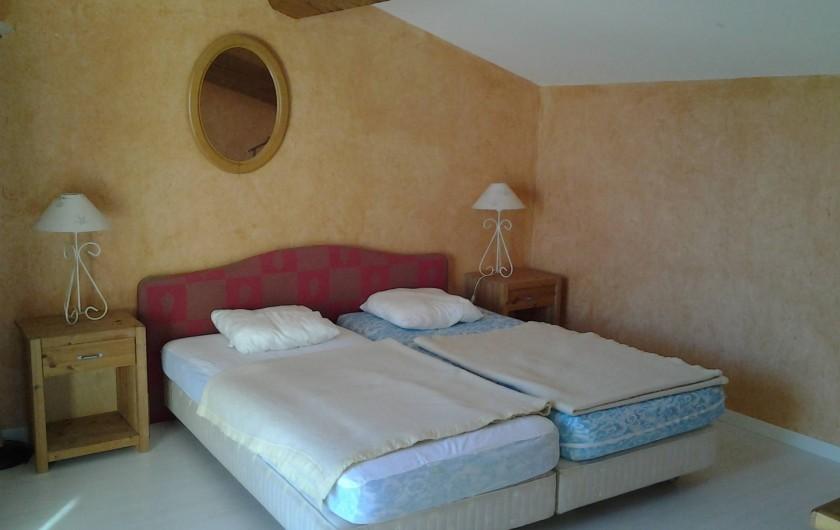 Location de vacances - Villa à Sainte-Maxime - Chambre de l'étage avec terrasse