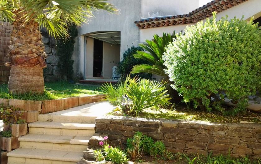 Location de vacances - Villa à Sainte-Maxime - Accès depuis l'arrivée .