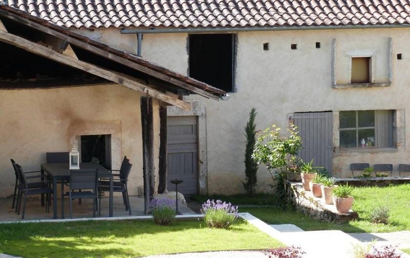 Location de vacances - Maison - Villa à Esclauzels - Cour intérieur du Plassalou