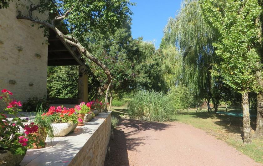 Location de vacances - Gîte à Maillé - jardin et parking