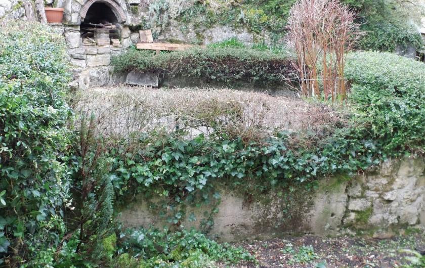 Location de vacances - Gîte à Cerdon - terrasse extérieure su 2 niveau