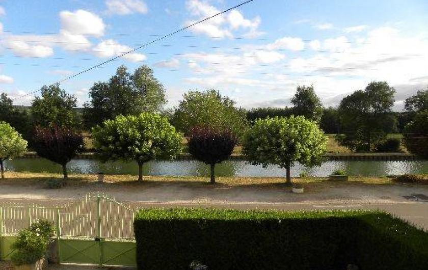 Location de vacances - Maison - Villa à Buffon - Vue du canal depuis la maison