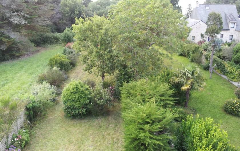 Location de vacances - Villa à Sarzeau - au bout du jardin le petit chemin et la plage