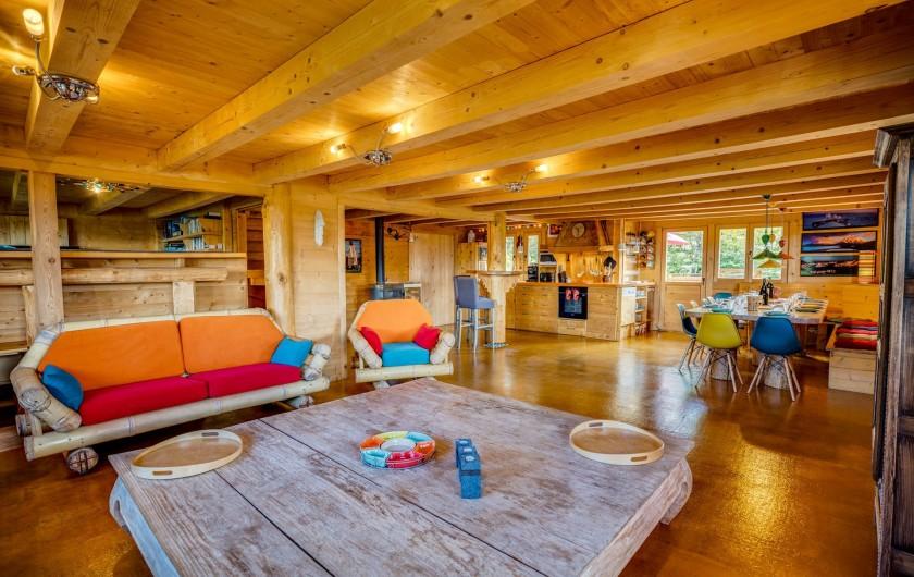 Location de vacances - Chalet à Manigod - Vous pouvez varier l'intensité lumineuse du salon et de la table à manger.