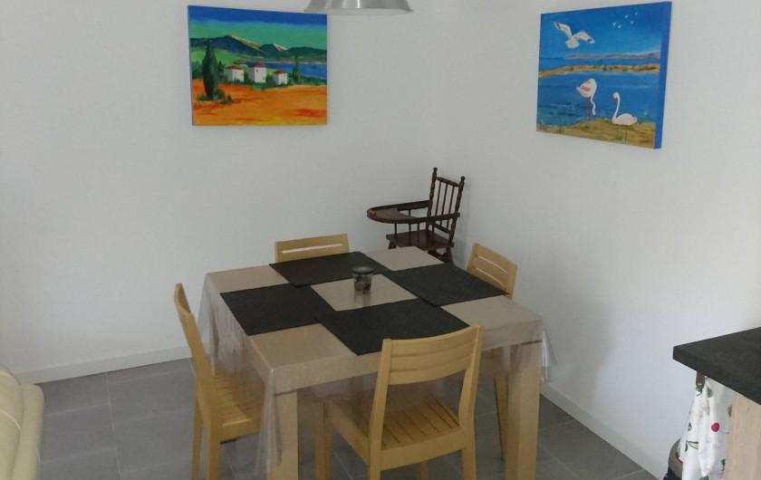 Location de vacances - Gîte à Orgon - Coin repas intérieur