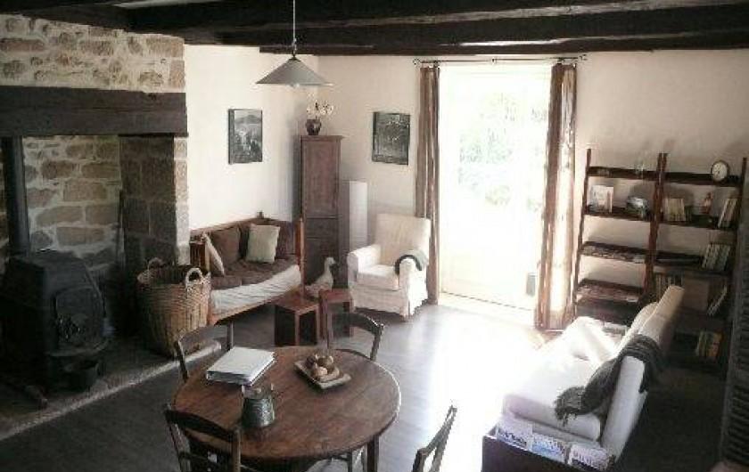 Location de vacances - Chambre d'hôtes à Marcolès - Salon commun pour tous les hôtes