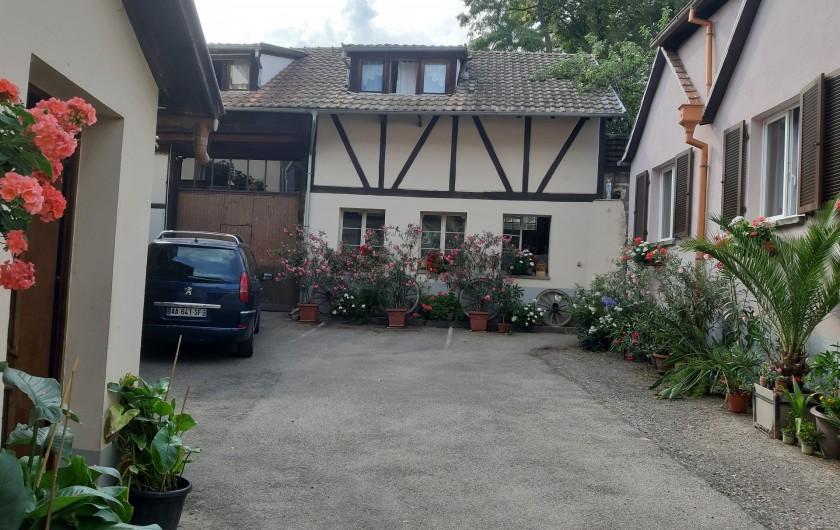 Location de vacances - Gîte à Ingersheim - La cour parking