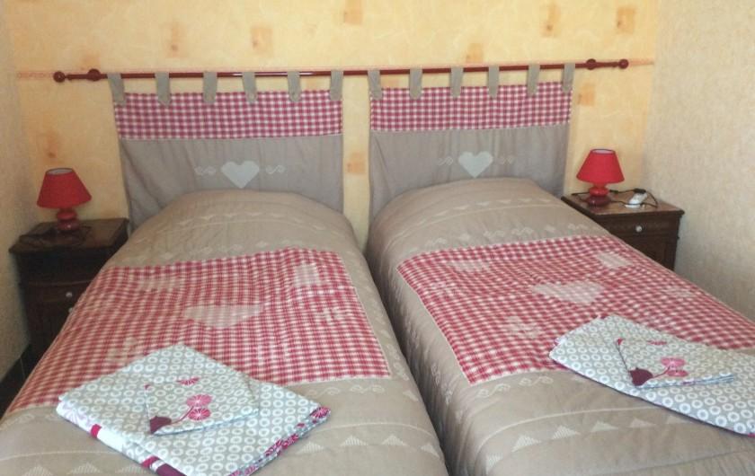 Location de vacances - Maison - Villa à Siorac-en-Périgord - chambre 2 lits de 90  avec dressing