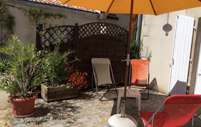 Location de vacances - Gîte à Nieul-sur-l'Autise - Terrasse de la Sellerie